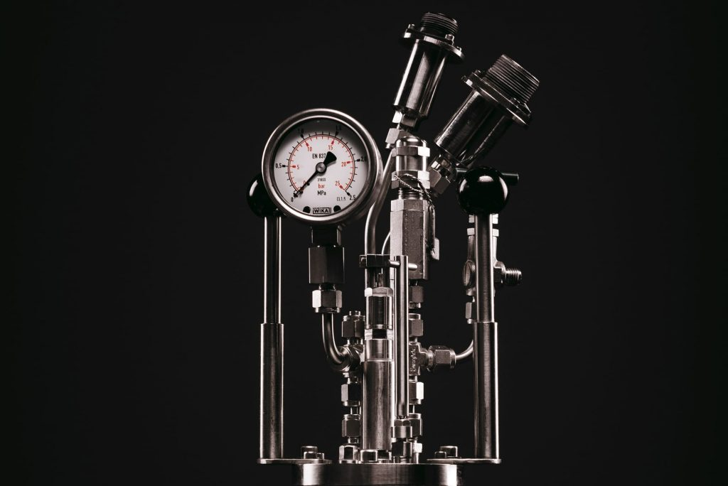 Syrris Chemisens Calorimeter - A photograph of the pressure meter
